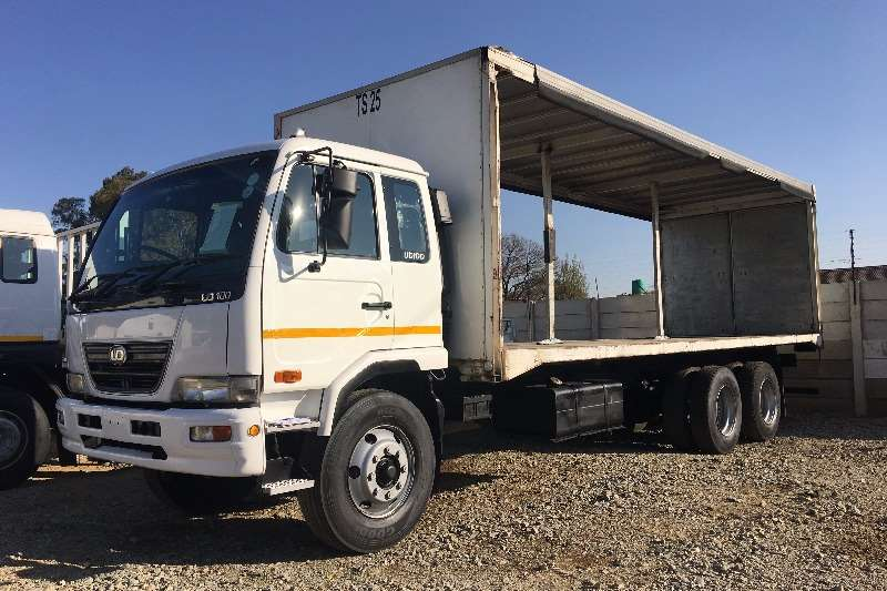 Truck Nissan Curtain Side UD100 Curtain Side 2009