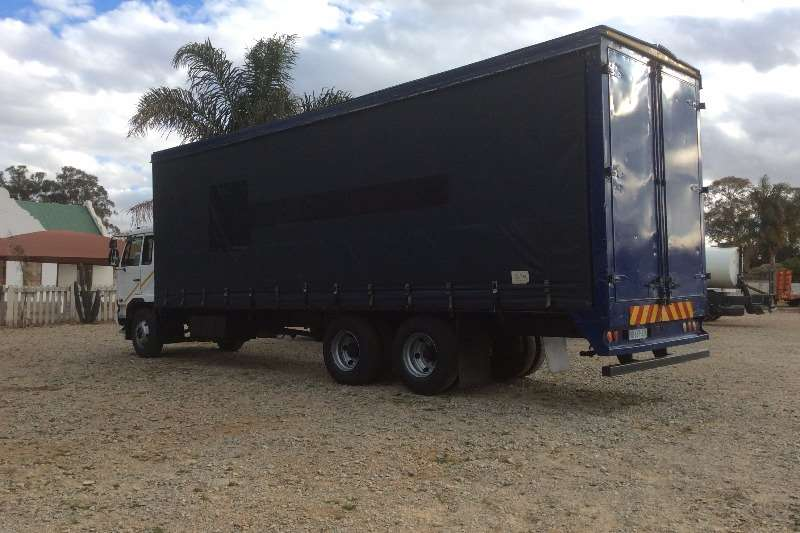 Nissan Curtain side UD100 Tag Axle Curtain Side Truck