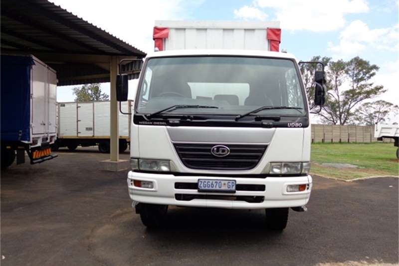 Nissan Curtain side UD80 Truck