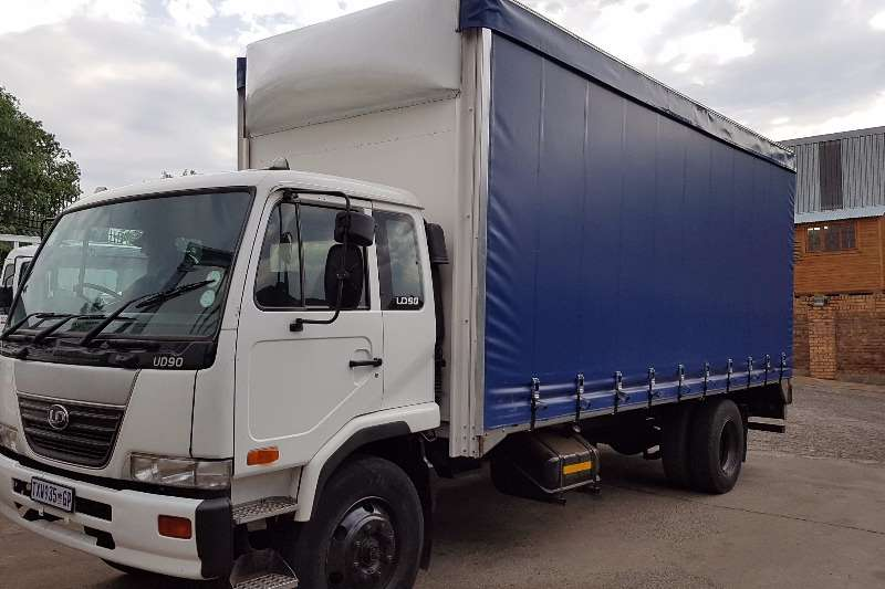 Nissan Curtain side UD90 Truck