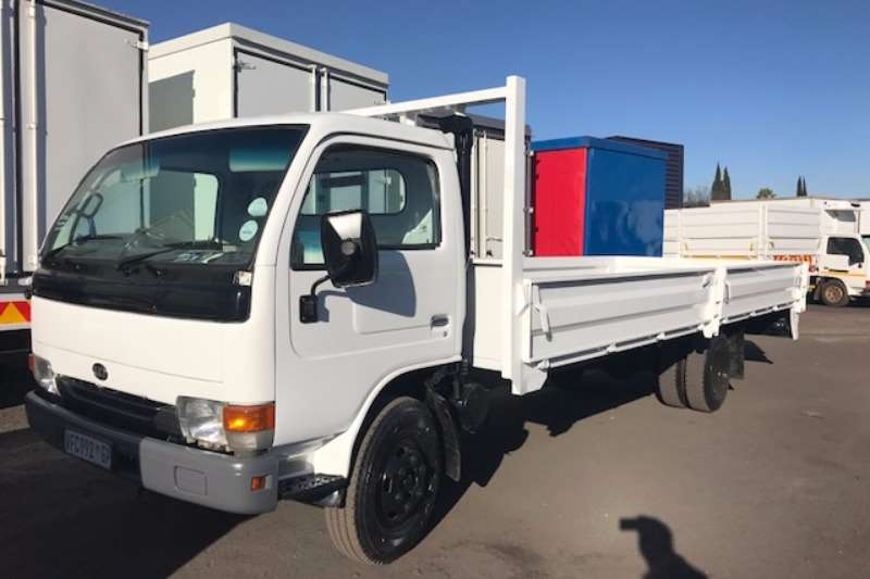 Truck Nissan Dropside NISSAN UD40 WITH 6M DROPSIDE 2006