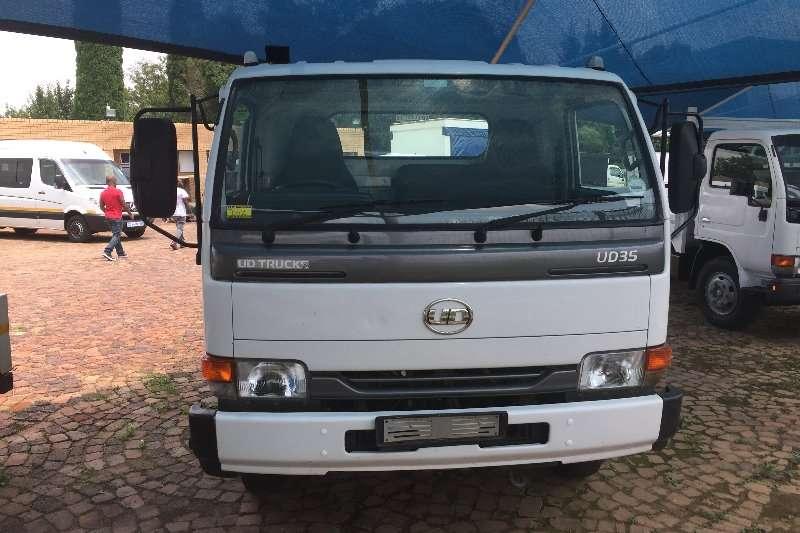 Nissan Dropside UD 40 F/C D/S Truck