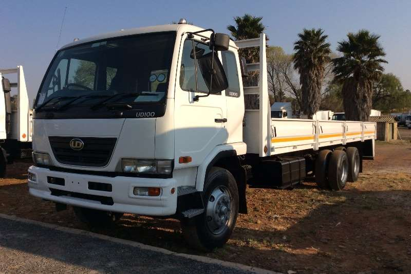 Truck Nissan Dropside UD100 Dropside Tag Axle 2008