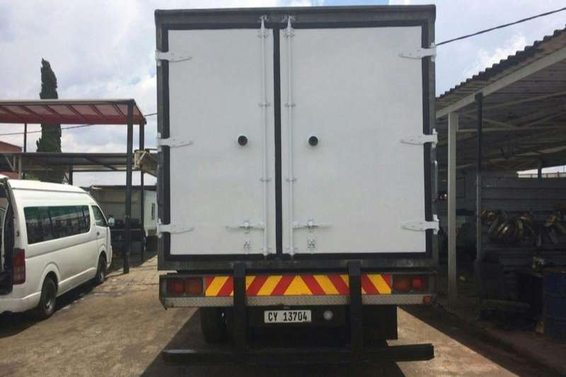 Nissan Fridge truck UD80 Fridge carrier Unit- Truck