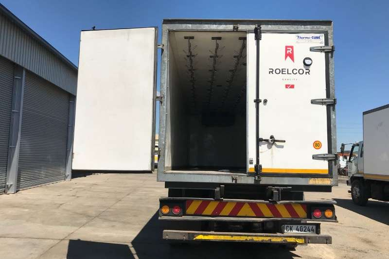 Nissan Fridge truck UD90 REEFER WITH MEAT HOOKS Truck