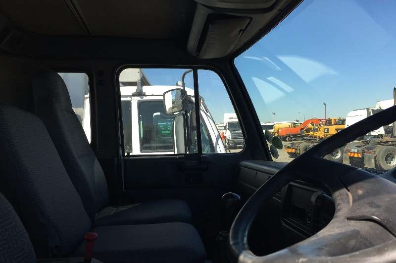 Nissan Insulated body 2007 Nissan UD95 tag axle Truck