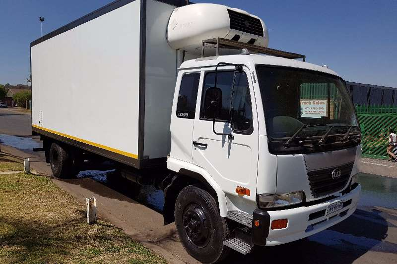 Nissan Insulated fridge unit UD90 Truck