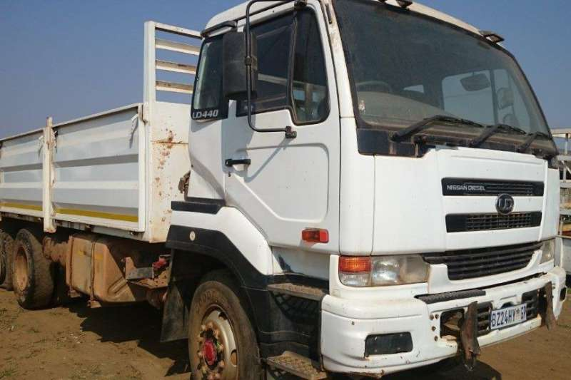 Nissan Nissan UD440 with Mass Dropsides Truck