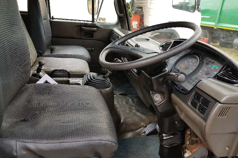 Nissan Nissan UD60 LWB Closed body with rollers Truck