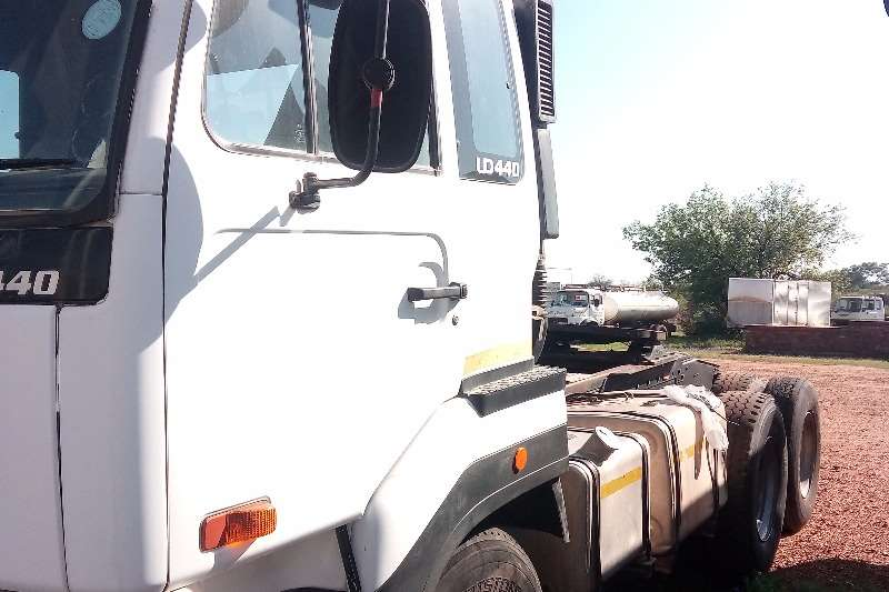 Nissan Other UD440 2005 Horse Truck