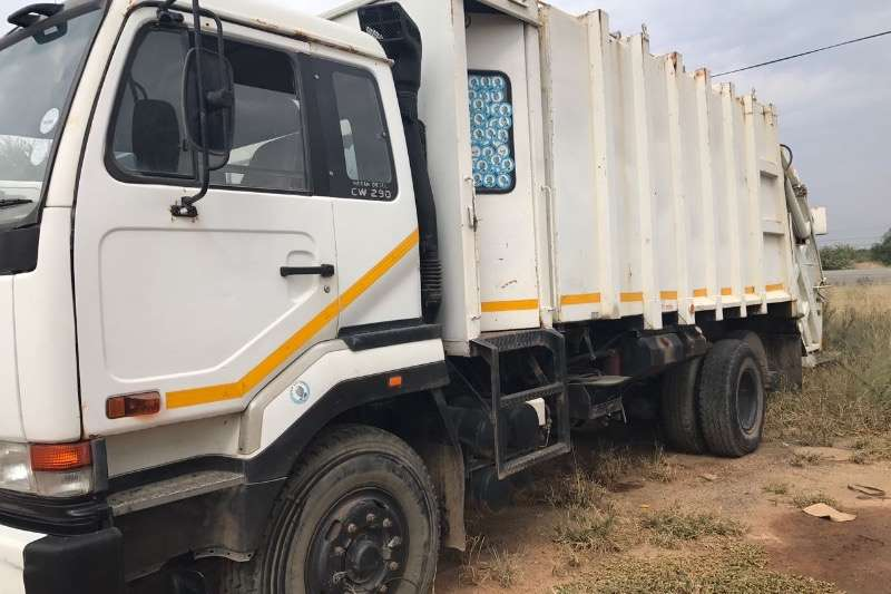 Truck Nissan Refuse Disposal CW290 1997