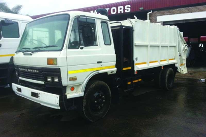 Nissan Refuse disposal Diesel CM12 Refuse Compactor Truck