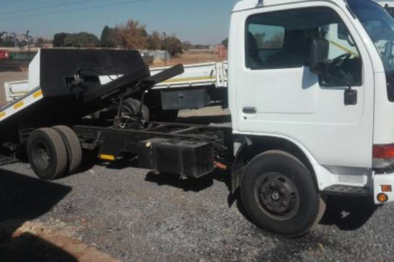 Truck Nissan Roll Back UD 40 2007