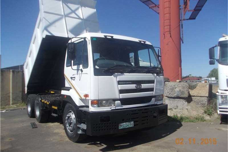 Nissan Tipper nisaan ud 440 10cube  Truck