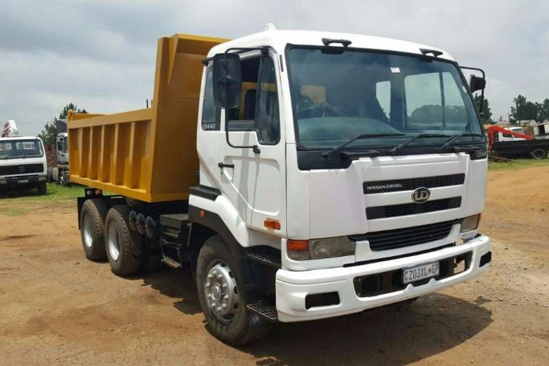 Truck Nissan Tipper NISSAN UD 440 .SOLD WITH ROADWORTHY 2005