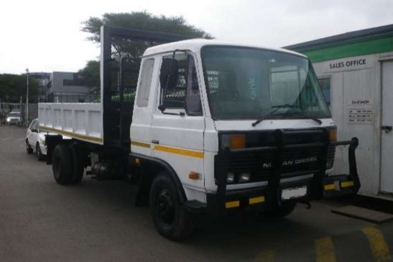 Truck Nissan Tipping Body Fully operational tipper truck 1990