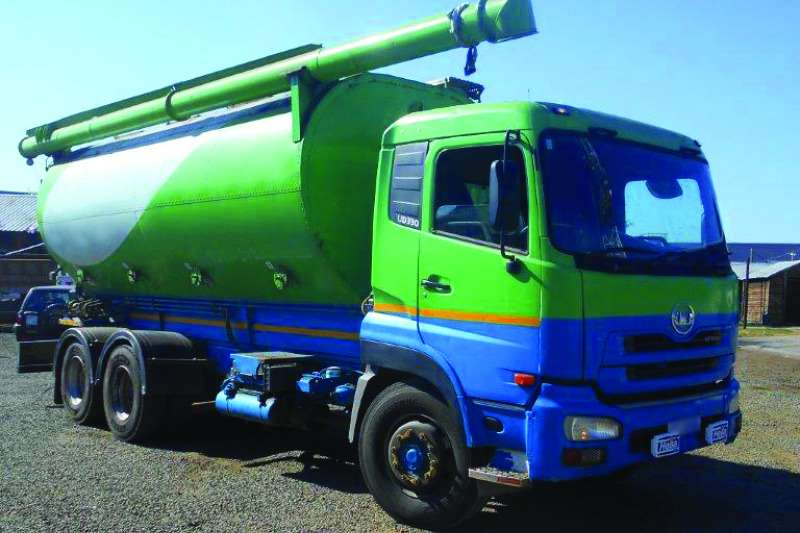Nissan UD 330 double diff LWB fitted with augar bulker Truck