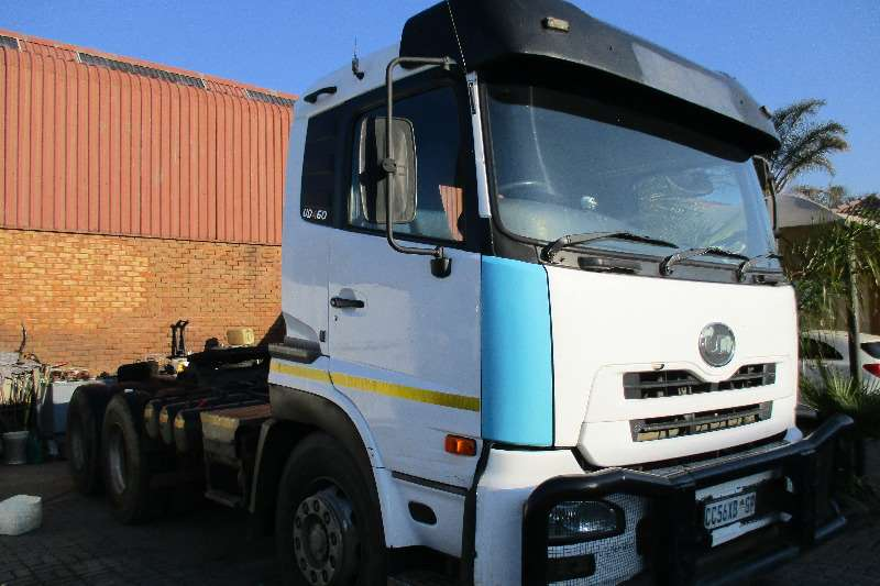 Truck Nissan UD 460 2008