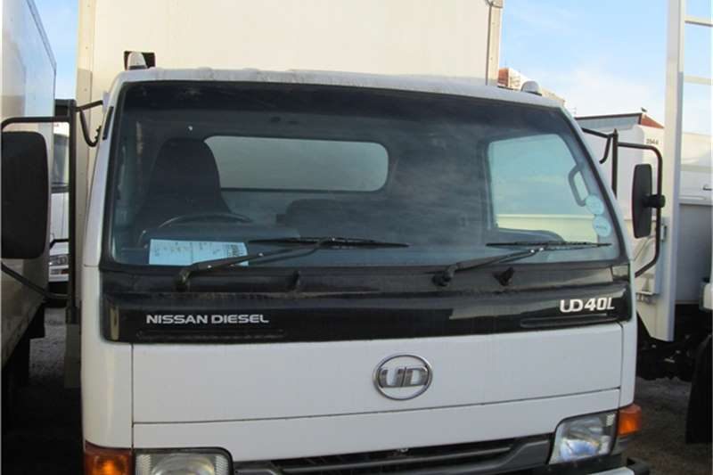 Nissan Van body 2011 UD40L Bread body Truck