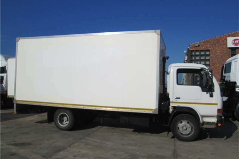 Nissan Van body 2012 UD40L dry freight Bo Truck