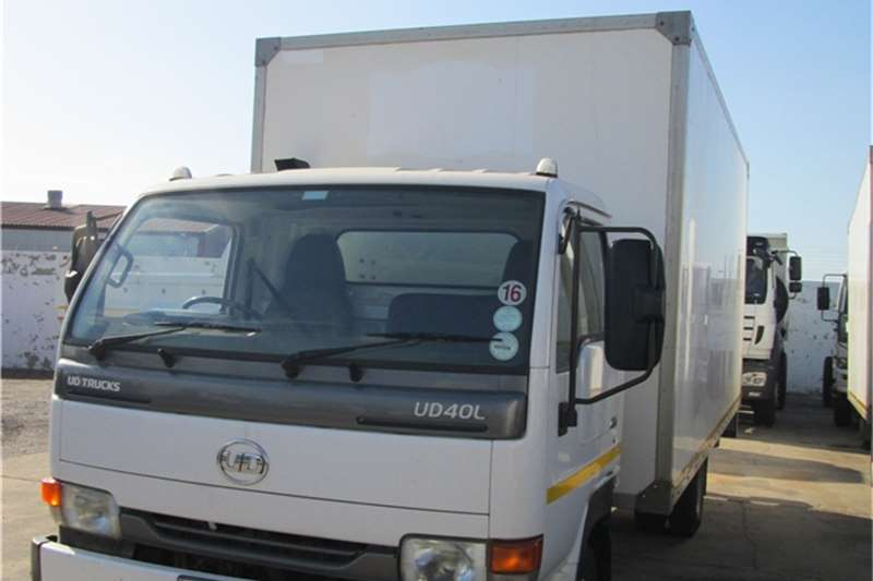 Truck Nissan Van body 2012 UD40L dry freight Bo 2012