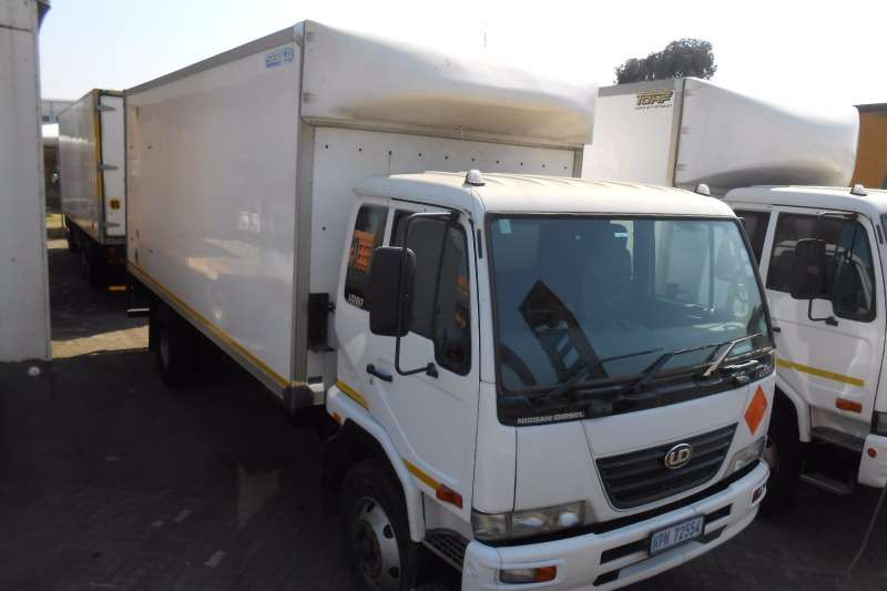 Nissan Volume body NISSAN UD80 VOLUME VAN WITH TAILLIFT Truck