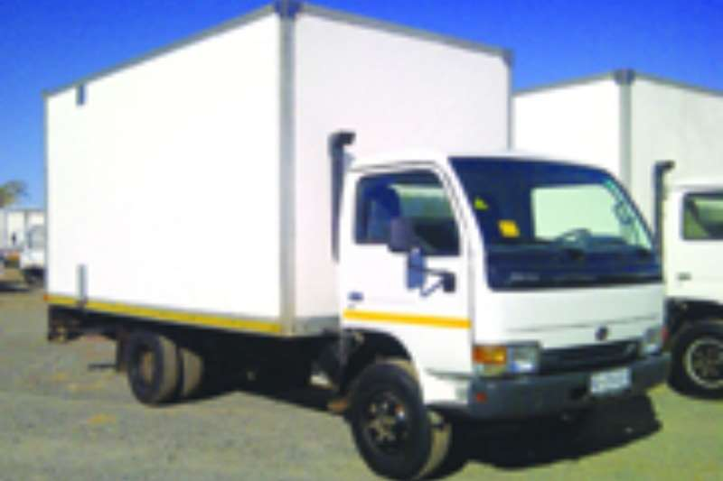 Nissan Volume body UD 40 Truck