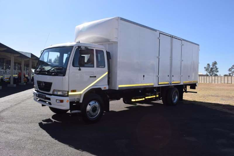 Nissan Volume body UD 90 Truck