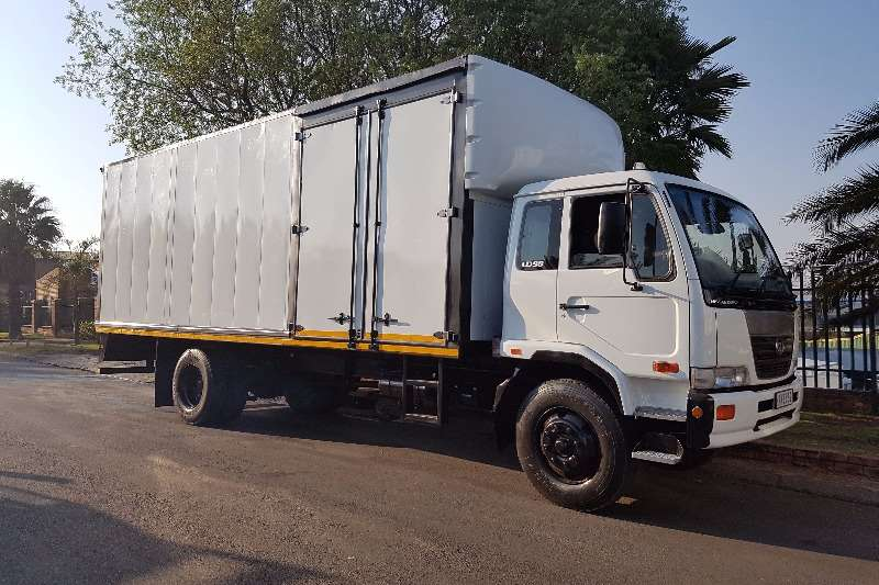 Truck Nissan Volume Body UD90 2006
