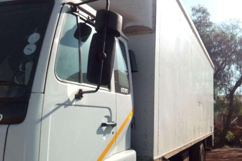 Nissan Volume body UD90 V/V Truck