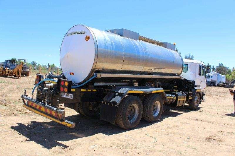 Nissan Water tanker NISSAN UD440 WATER TANKER 16000L Truck