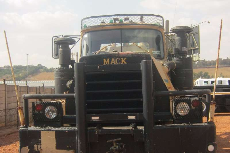 Other 6x6 Mack Holmes 750 Recovery Truck
