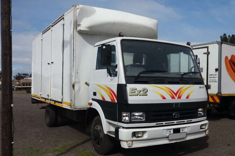 Truck Tata Closed Body 813 Ex2 2015