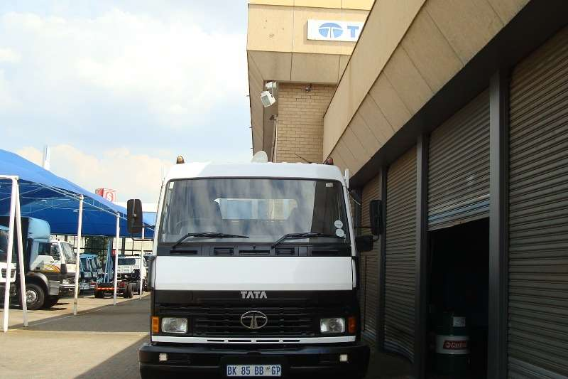 Tata Dropside 2011 TATA LPT 1518 SLEEPER CAB WITH DROPSIDE Truck