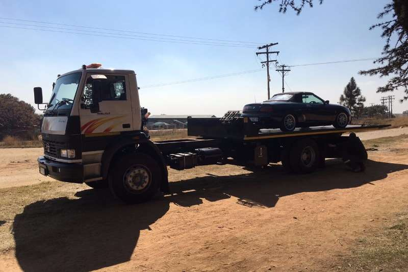 Truck Tata Roll Back 1518 2016