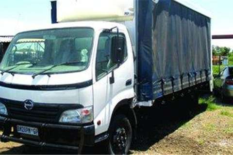 Truck Toyota 815 with Curtain Sides- 2012