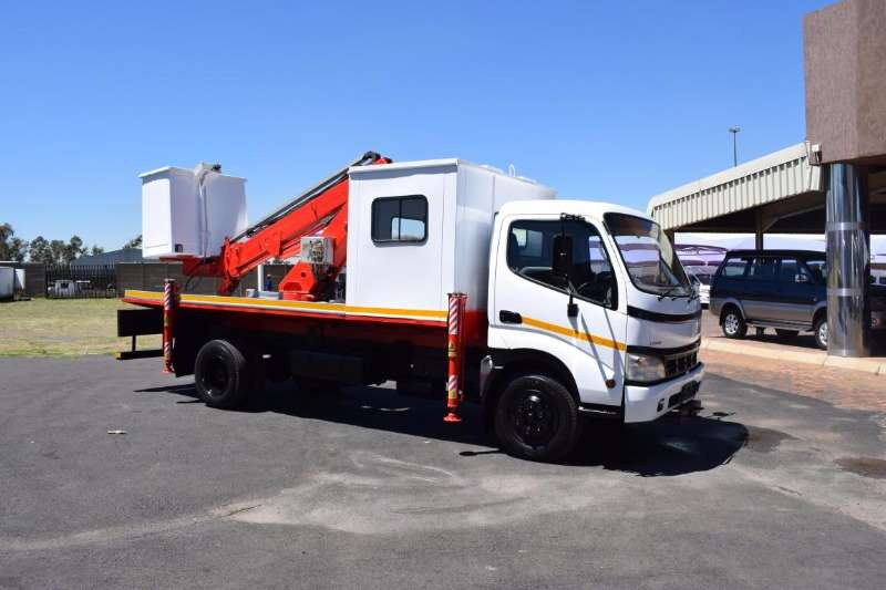 Toyota Cherry picker DYNA 7 145 Truck