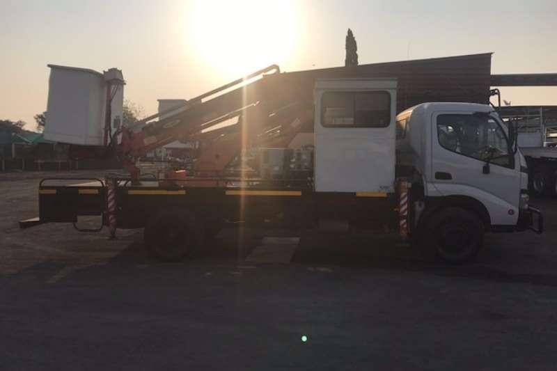 Toyota Cherry picker TOYOTA DYNA 7 145 CHERRY PICKER Truck