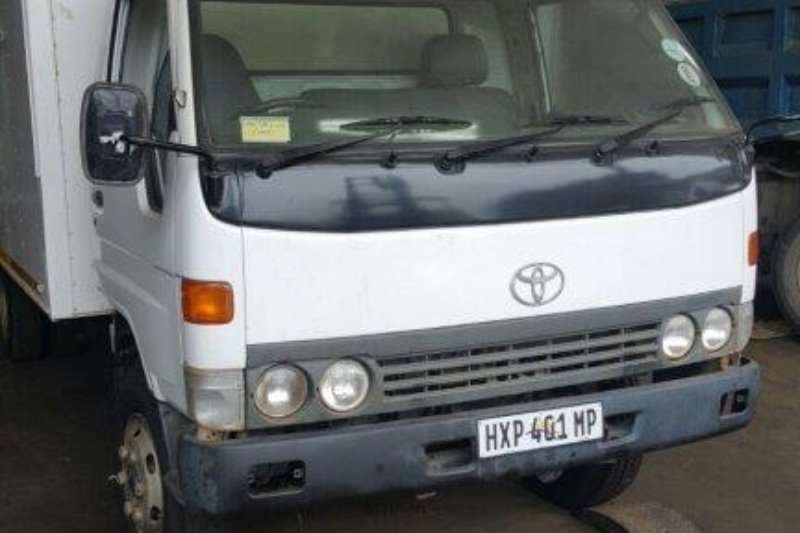 Truck Toyota Closed Body Dyna 7-125 2002