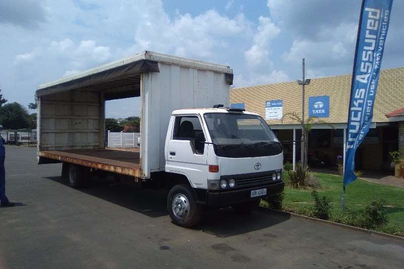 Toyota Curtain side DYNA CURTAIN SIDER 5T Truck