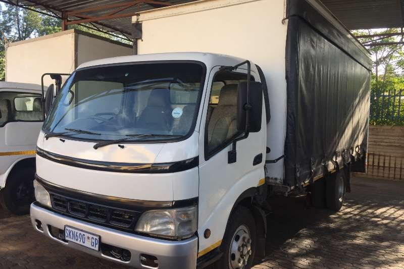 Truck Toyota Curtain Side Toyota Dyna 7.145 2005