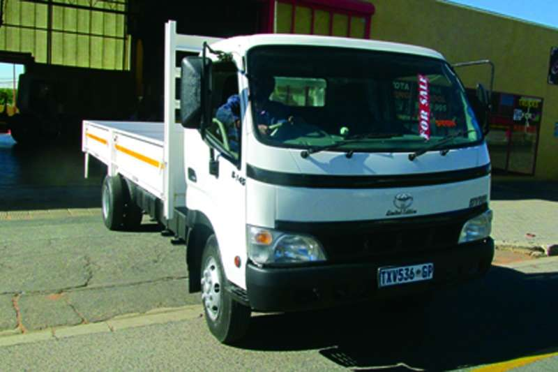 Toyota Dropside Dyna 8145 5 Ton Truck
