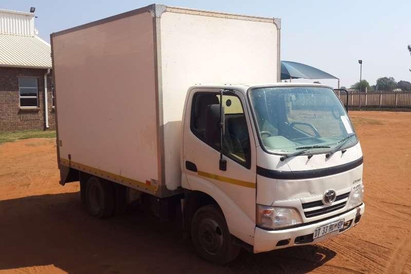 Truck Toyota Dyna 4-093 4x2 Closed Body 2015