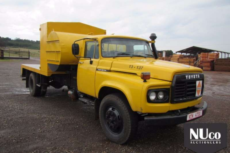 Truck Toyota Flat Deck TOYOTA 13-137 FLAT DECK WITH FUEL TANK 0