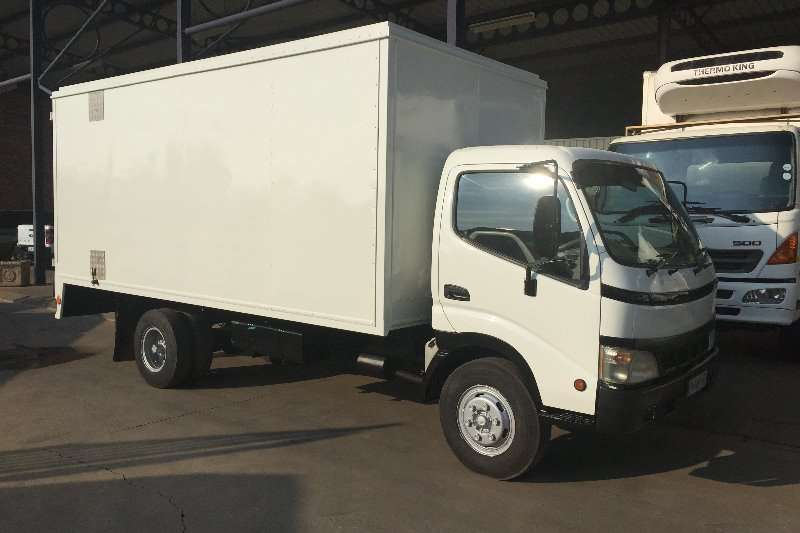 Toyota Van body Dyna 7 105 Van Body Truck