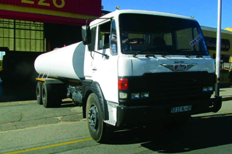 Toyota Water tanker Hino 25-247 6x4 D/Diff ADE 447 T Engine Truck