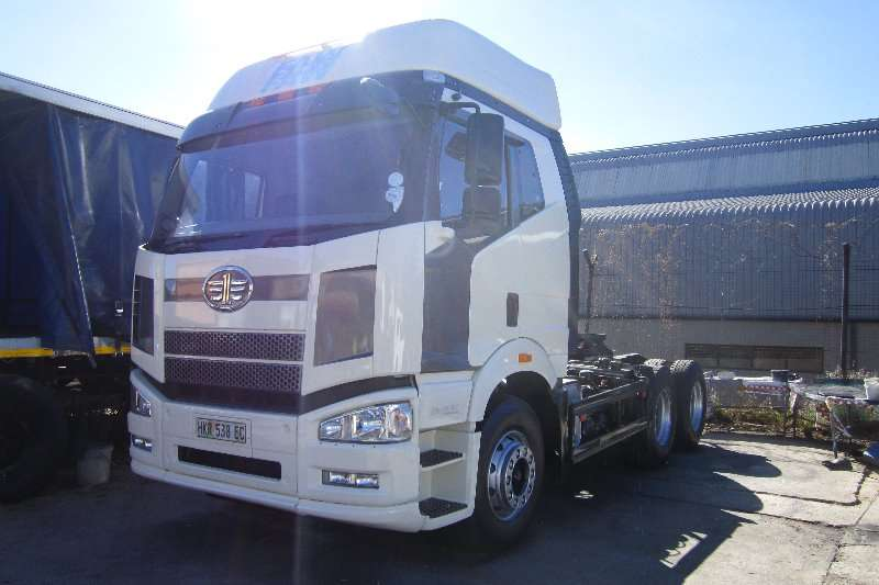 Truck-Tractor FAW  Double Axle 28.460FT 2015
