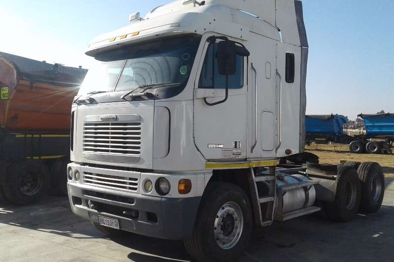 FREIGHT-LINER Contracts for side tipper available! Truck-Tractor
