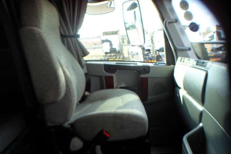 Freightliner 2014 FREIGHTLINER DITRIOT 21.7 1650 Truck-Tractor