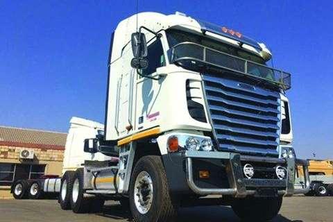 Truck-Tractor Freightliner Argosy NG 500 CUM- 2014